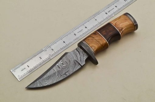 Hunting-Knife-Damascus-Guard-Wood-Handle
