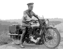 T.-E.-Lawrence-Before-the-Fatal-Accident.-No-Helmet